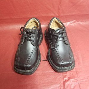 Sturdy Leather Toddler Shoes.  Sizes 5 and 6